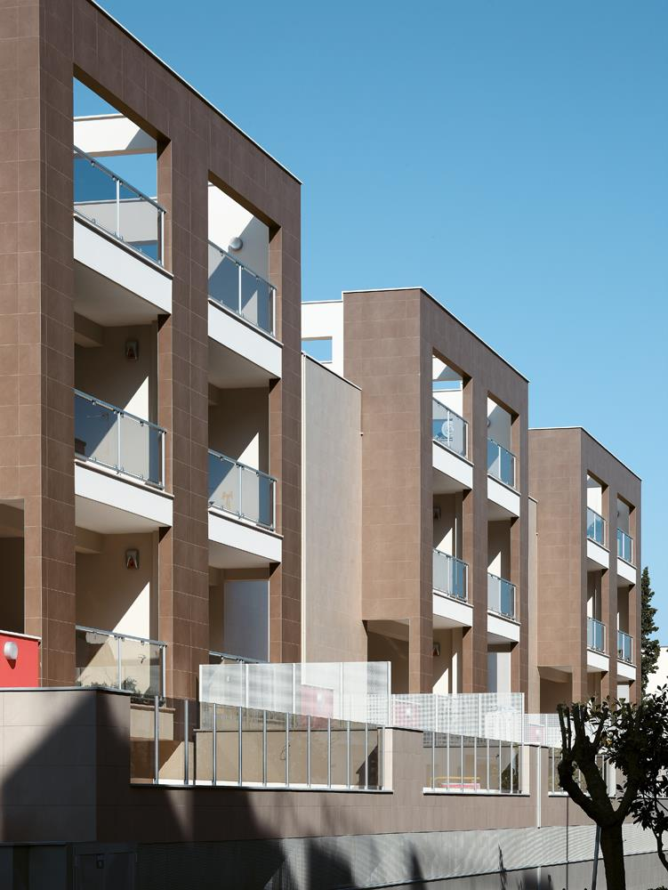 Residential buildings: Photo 5
